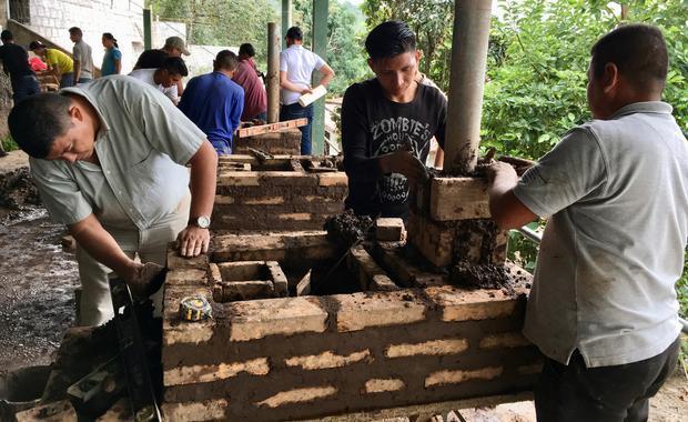 Ejecutor Juan construya una estufa practica con sus Técnicos.