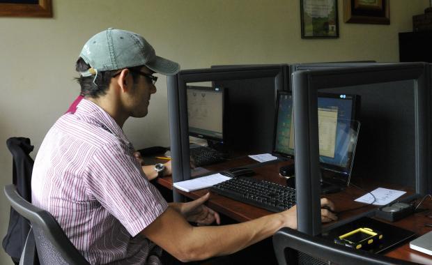 German es responsable de los documentos, reportes, y comunicación con la oficina de Proyecto Mirador US.