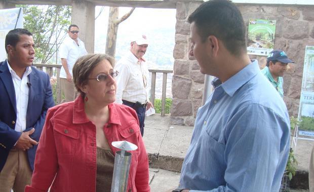 Prof. Elder demonstrating a model Dos por Tres for Ambassador Kubiske of the US Embassy.