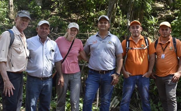Mirador USA y Mirador Honduras en el campo.