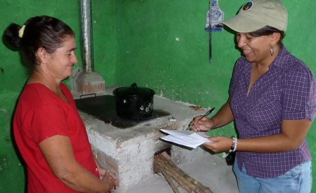 La Universidad de Zamorano ha completado varios estudios de América Central  y los propietarios de estufas han sido encuestados en nombre de SGS durante la verificación de Proyecto Mirador.