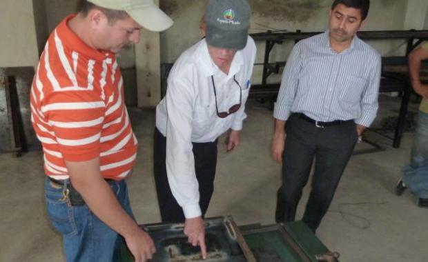 Explicando las mejoras realizadas para fortalecer la plancha a nuestro representante de SGS (Dic 2010).