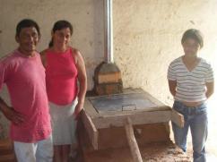 Marco de madera utilizado para mantener el cemento recién vertido.