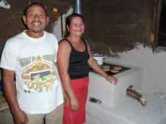 Observe que las paredes de la casa no están pintadas, pero la estufa si lo está.
