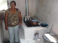 Ella no tiene que pintar las paredes alrededor de su estufa cada semana, ya que no hay hollín.