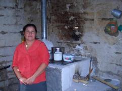 Ella todavía tiene hollín en sus paredes, procedente de su estufa anterior.