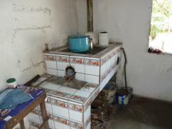 A veces, una estufa de cerámica es más importante que un piso de cemento.