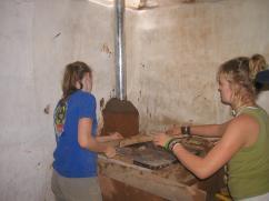 Una estufa construida por damas.