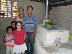 Esta familia no podría haber sido más feliz con su nueva estufa 2x3.