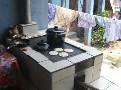 La ropa se puede colgar cerca de la estufa ya que no hay humo, ni hollín.