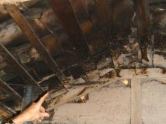 Casi todos los techos en hogares rurales de Honduras tienen este aspecto.