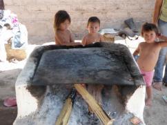 Los niños pasan a menudo cerca de las estufas.