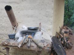 La persona que cocina es capaz de usar dos estufas y obtener una dosis doble de humo.