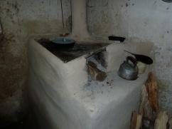 La estufa tiene una chimenea y la plancha triangular es un nuevo estilo.
