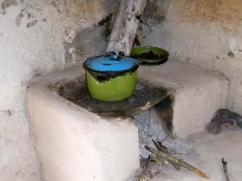 El fondo de de la estufa con ollas verdes.