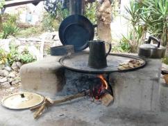 Las ollas son de color negro debido a la constante exposición del hollín y humo.