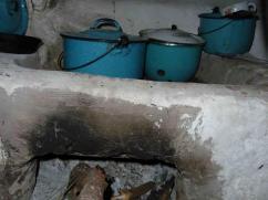 Esta estufa tenía una chimenea. Nos preguntamos que hace la plancha hundida para la eficiencia de la leña.