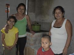 Familias se reúnen en la cocina!