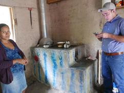 Nuestra primera  estufa en azul y amarilla de cinco años!